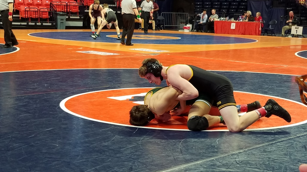Syfert 1st round action at IHSA State Wrestling Tournament